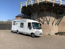 Knaus Traveller  6 pers hefbed garage