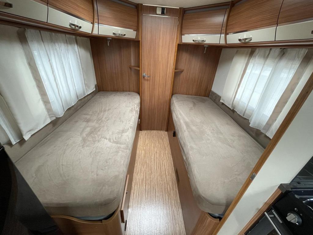 Adria Coral S 670 SLT Enkele Bedden 53000 km