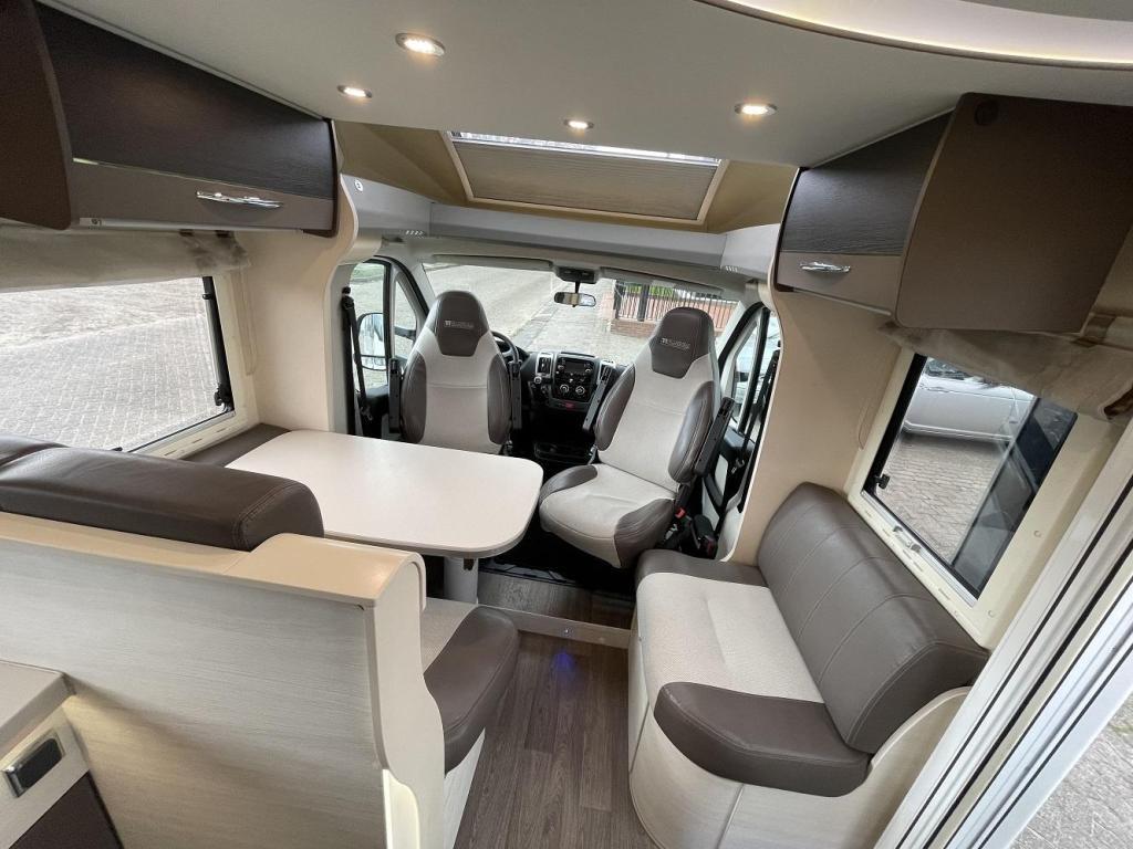 Chausson Titanium 718 XLB Queensbed Garage Hefbed