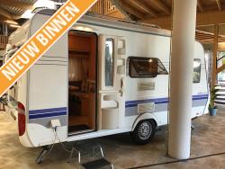 Hobby De Luxe 440 SF dwarsbed groot keukenblok