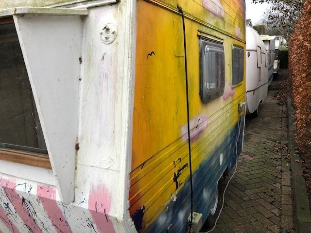 Knaus Komfort 300 tiny office speel caravan