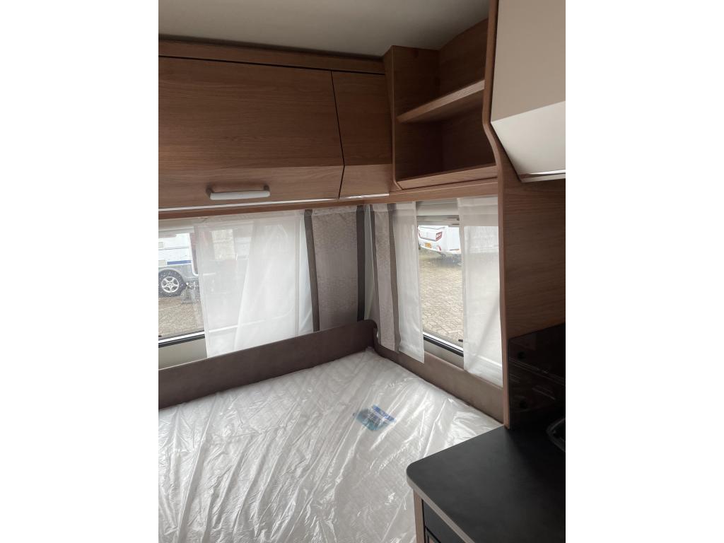 Tabbert Da Vinci 390 QD treinzit vast bed