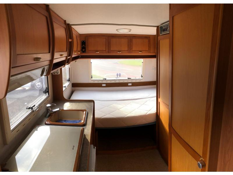 Elnagh Sleek  540 vast bed zonnepanelen