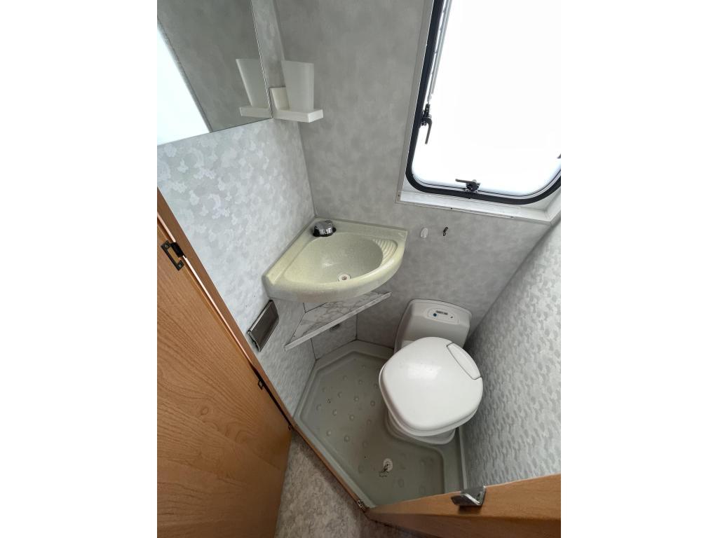 Pössl 2win  Buscamper Vast Bed Airco
